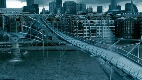 Image of The Millennium Bridge scene in Harry Potter and the Half-Blood Prince