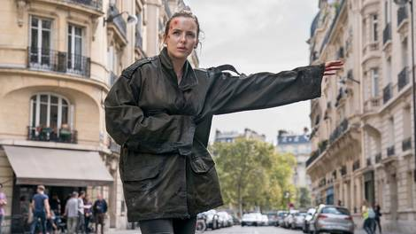 Image of KillingEveS2Comer